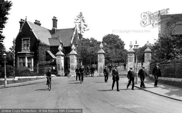 Photo of Woodford Bridge, Claybury Mental Hospital Entrance 1921