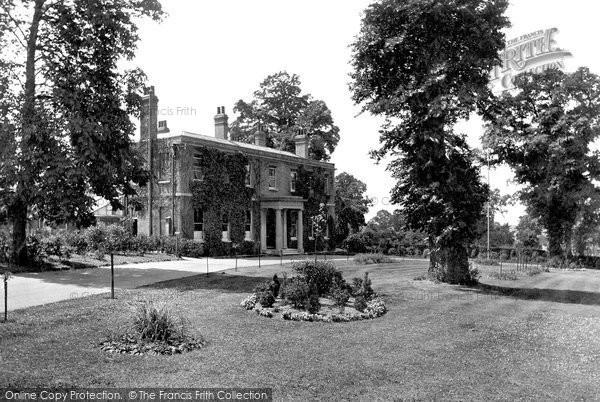 Photo of Woodford Bridge, Dr Barnardo's, Gwynne House 1921