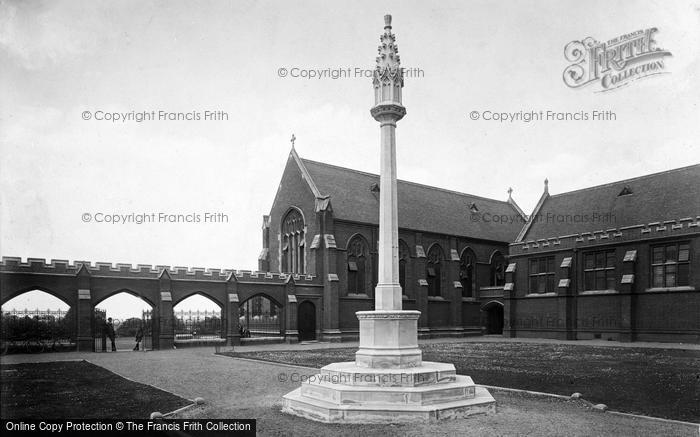 Photo of Woodford Green, Bancroft's School, War Memorial 1921