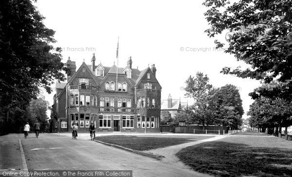 Photo of Woodford Green, Wilfred Lawson Temperance Hotel 1921