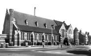 Woodside Green, St Luke's Church c1965