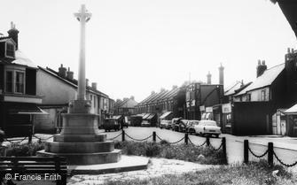 Woodside Green, the War Memorial c1965