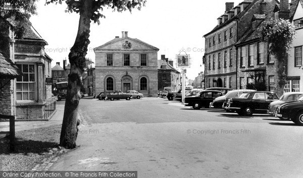 Photo of Woodstock, Bear Hotel And Market Place c.1960