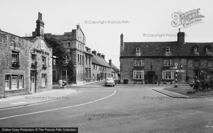 Photo of Woodstock, Pyed Bull Hotel And Crown Inn c.1960