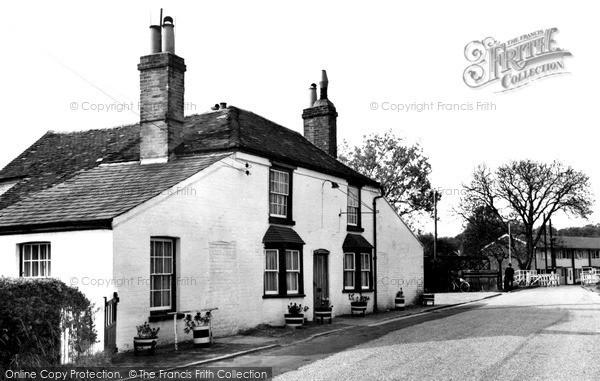 Photo of Woolhampton, Row Barge Inn c.1965
