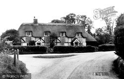 Woolhampton, Thatched Cottages c.1960