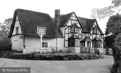 Woolstone, White Horse Inn c.1960