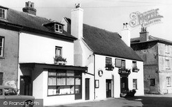 Wootton Bridge, Sloop Inn c.1955