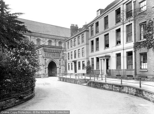 Photo of Worcester, College Yard 1925