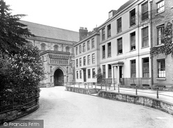Worcester, College Yard 1925