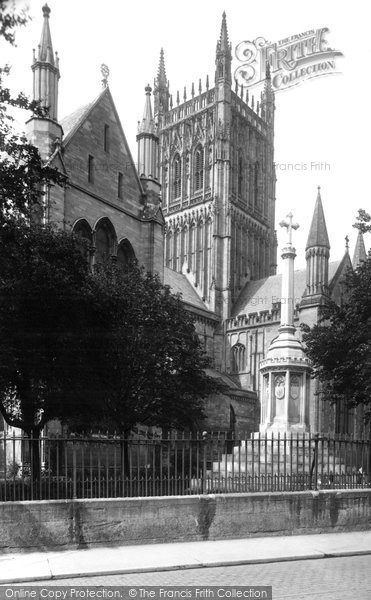 Photo of Worcester, The Cathedral And War Memorial 1923