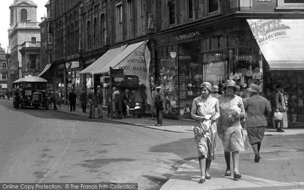 Photo of Worcester, Women, High Street 1931