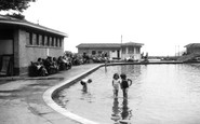 Worthing, Paddling Pool c1955