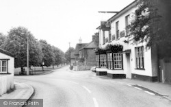 Writtle, The Crown And Green c.1960
