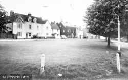 Writtle, The Green And Cottages c.1960