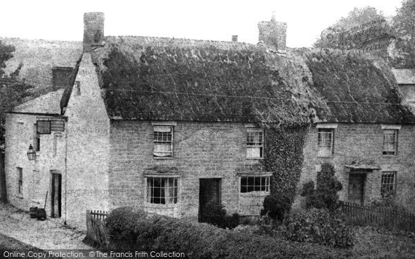 Photo of Wroughton, The Sun Inn 1909
