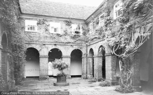 Photo of Wye, College, The Quadrangle c.1960