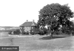 Court 1906, Wye