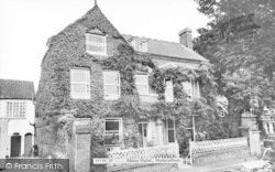 Wymondham, Abbey Hotel c.1965