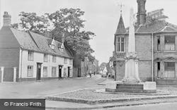 Wymondham, Middleton Street And War Memorial c.1950