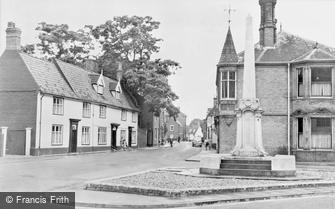 Wymondham, Middleton Street and War Memorial c1950