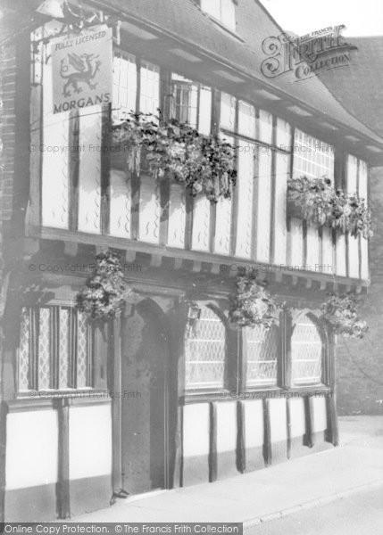 Photo of Wymondham, Ye Olde Green Dragon c.1950