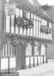 Wymondham, Ye Olde Green Dragon c.1950