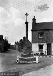 Wyre Piddle, The Cross c.1965