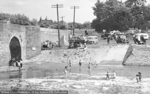 Photo of Yalding, A Hot Day By The River Beult c.1960