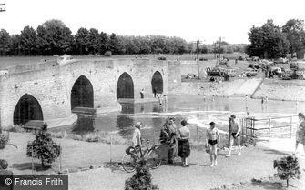 Yalding, the Bridge c1960