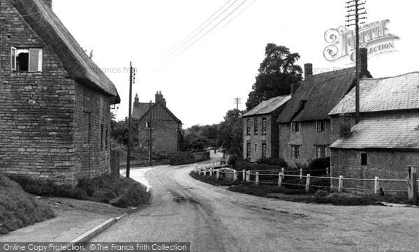 Photo of Yardley Hastings, Chase Park Road c.1955