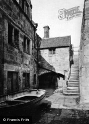 Castle Courtyard c.1930, Yarmouth