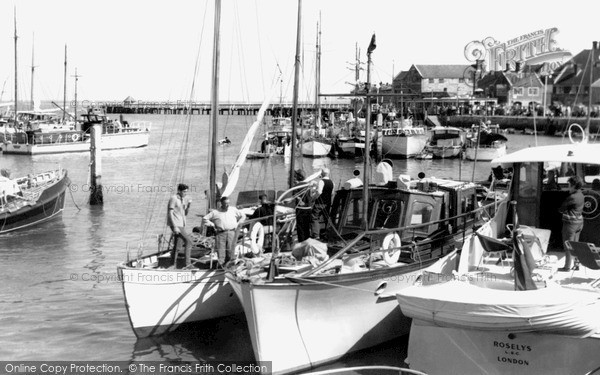 Photo of Yarmouth, The Harbour c.1960