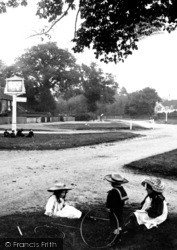 Yateley, Children On The Village Green 1906