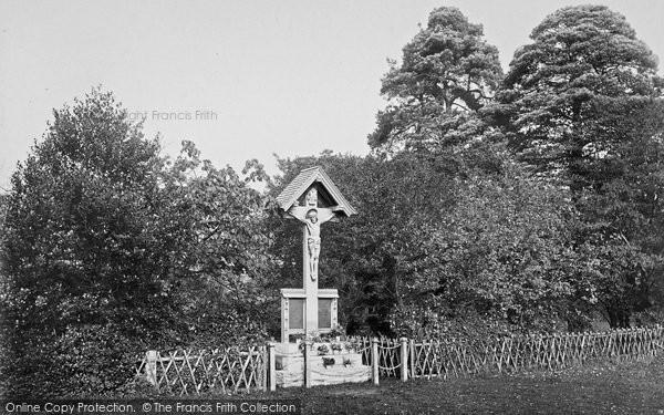 Photo of Yateley, Memorial Cross 1919