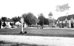 Yateley, The Village Green And St Peter's Church 1906