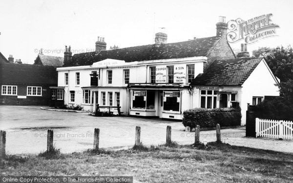 Photo of Yateley, The White Lion c.1960