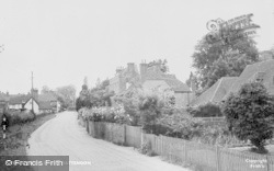 Yattendon, High Street c.1960