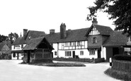 Yattendon, Old Cottages and Well, the Square c1960