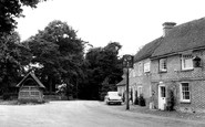 Yattendon, the Royal Oak and Old Well c1960
