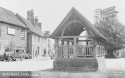 Yattendon, The Village Well c.1950