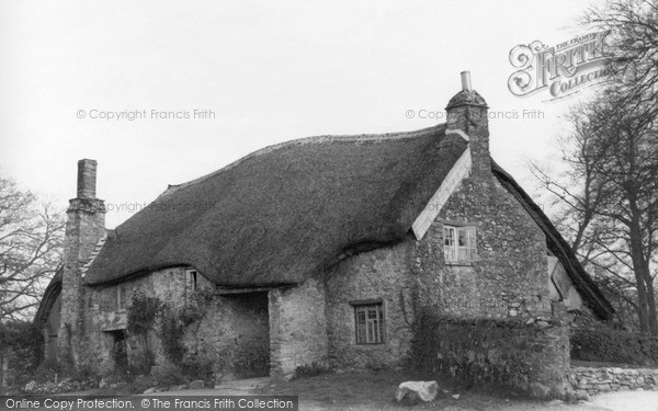 Photo of Yealmpton, 'old Mother Hubbard's Cottage', Market Street c.1950
