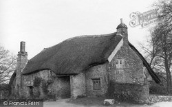 Yealmpton, 'old Mother Hubbard's Cottage', Market Street c.1950