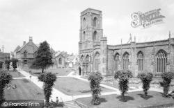 Yeovil, Park And Parish Church c.1965