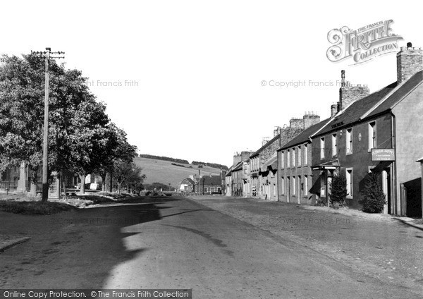 Photo of Yetholm, Plough Hotel c.1955