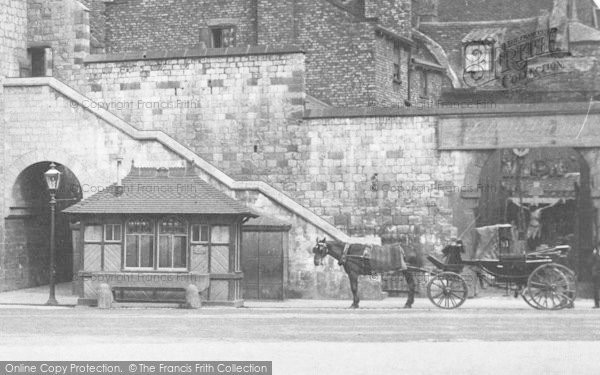 Photo of York, Bootham Bar, A Horse Carriage 1909