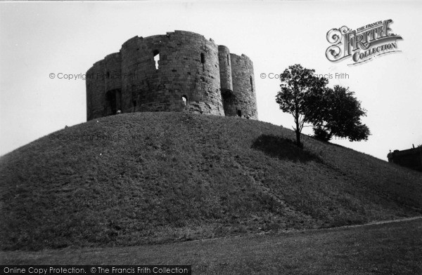 Photo of York, Clifford Tower c.1955