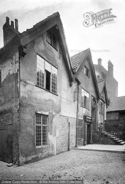 Photo of York, Merchant's Hall, The Courtyard 1921