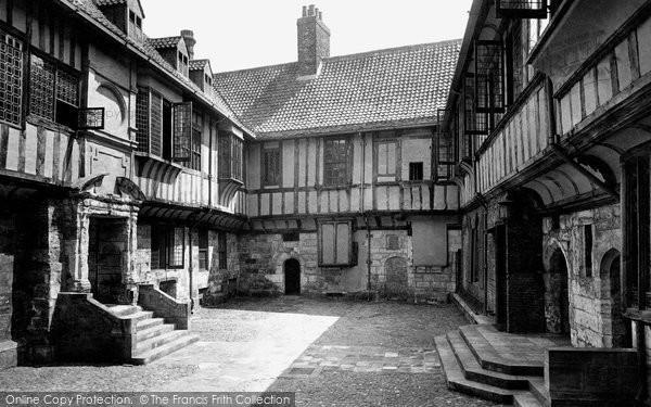 Photo of York, St William's College 1911