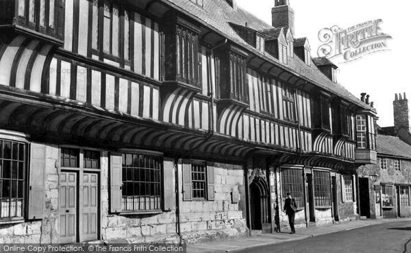 Photo of York, St William's College c.1950